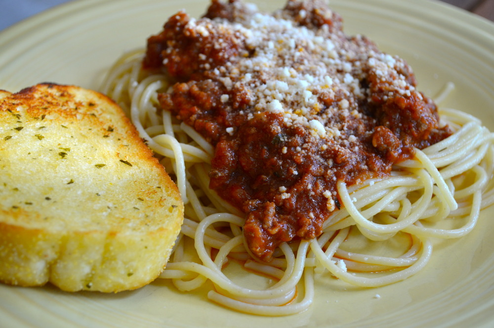 Image result for spaghetti with meat sauce with garlic bread